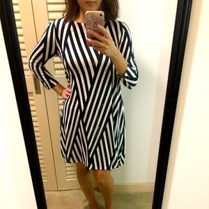 Hourglass Lilly black and white longsleeve dress